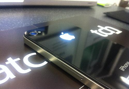 Glowing Apple logo on the back of iPhone 4