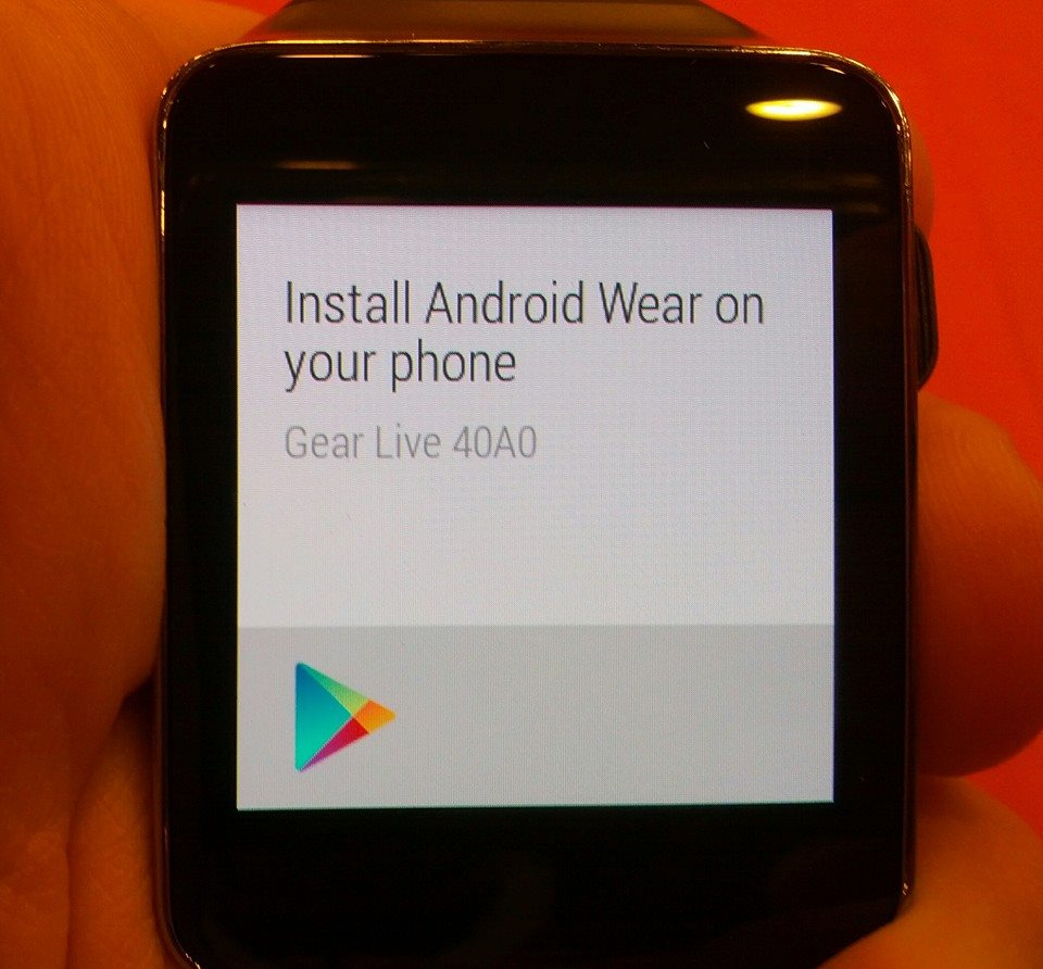 Android App install prompt for Phone on Gear Live Samsung