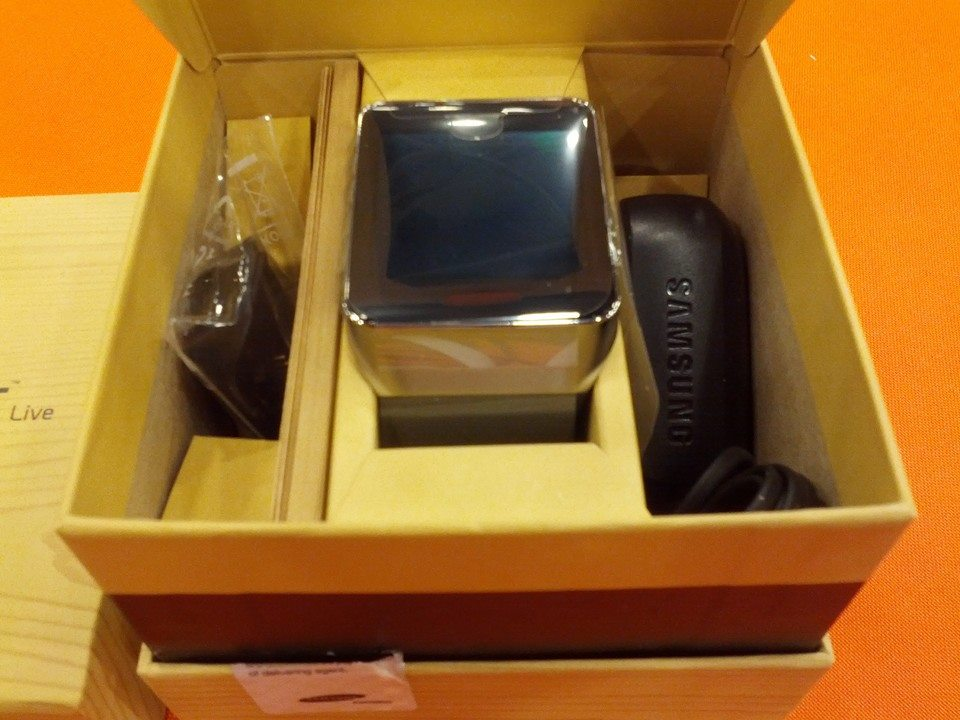 In Box Contents - the Gear Live Watch, charger