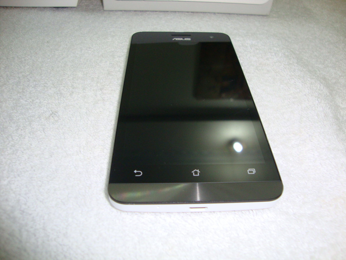 Asus Zenfone 5 front top view picture