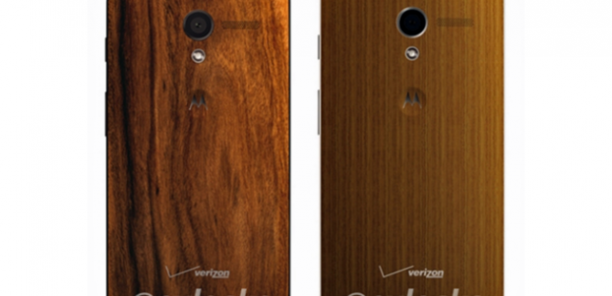 Motorola Moto X with Wooden Backs