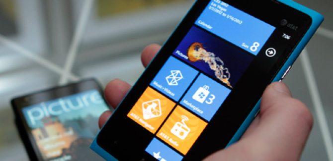 Can Nokia Lumia 900 help Windows Phone 7 to beat iOS?