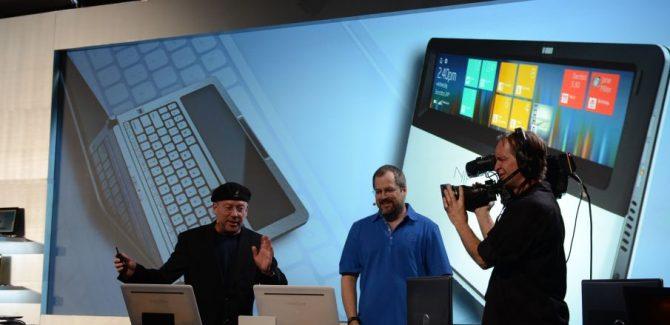 Intel's Nikiski Concept PC: Touchpad tursn into display screen!
